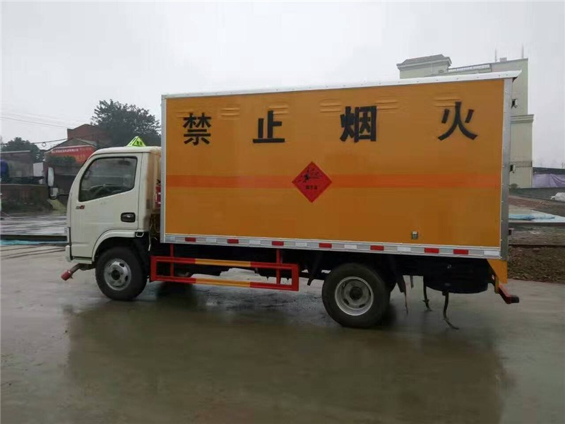 <strong>多利卡爆破器材運輸車</strong>